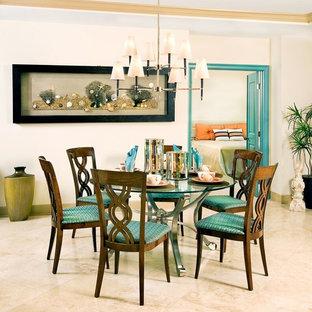 Inspiration för en mellanstor tropisk matplats, med beige väggar, klinkergolv i keramik och beiget golv