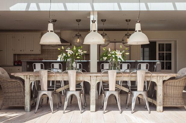 Shabby-Chic Style Sala da Pranzo by Randell Design Group