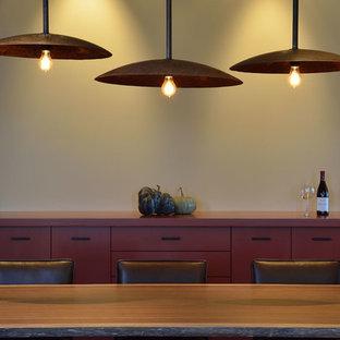 Idee per una grande sala da pranzo country chiusa con pareti bianche