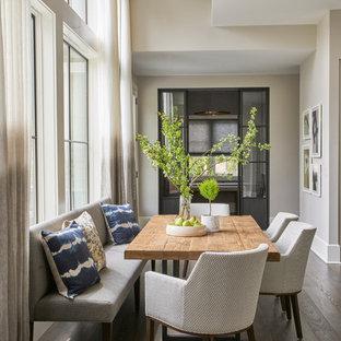 На фото: кухни-столовые среднего размера в стиле модернизм с бежевыми стенами и паркетным полом среднего тона