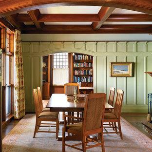 Modelo de comedor de estilo americano, cerrado, con paredes verdes, suelo de madera oscura, chimenea tradicional y marco de chimenea de baldosas y/o azulejos