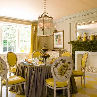 Foto di una sala da pranzo tradizionale con pareti verdi, pavimento in legno verniciato e pavimento multicolore