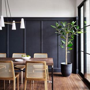 サンフランシスコのトランジショナルスタイルのおしゃれなダイニングキッチン (白い壁、無垢フローリング、暖炉なし、茶色い床、パネル壁) の写真