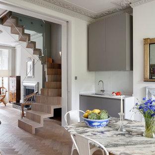 Idéer för ett mellanstort eklektiskt kök med matplats, med grå väggar, mellanmörkt trägolv, en standard öppen spis, en spiselkrans i sten och brunt golv