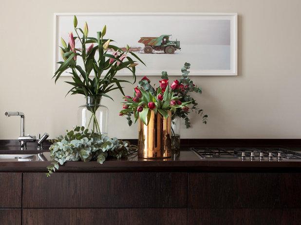 Modern Esszimmer by Tollgard Design Group
