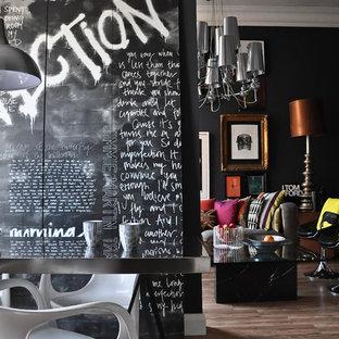 Foto på en funkis matplats, med svarta väggar