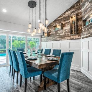 Foto de comedor de cocina de tamaño medio con paredes blancas, suelo de baldosas de porcelana y suelo verde