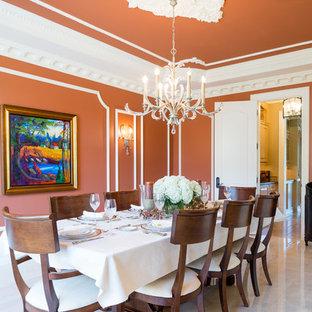 Immagine di una sala da pranzo chic con pareti arancioni