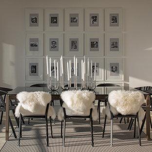 Mittelgroßes Modernes Esszimmer mit weißer Wandfarbe und Travertin in Sydney