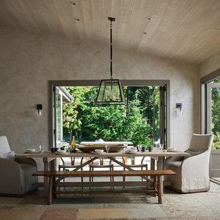 Foto di una sala da pranzo classica chiusa e di medie dimensioni con pareti grigie e pavimento in ardesia