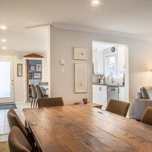 Создайте стильный интерьер: гостиная-столовая среднего размера в стиле современная классика с серыми стенами, паркетным полом среднего тона и синим полом без камина - последний тренд