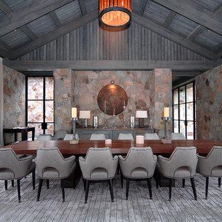 デンバーの巨大なラスティックスタイルのおしゃれな独立型ダイニング (濃色無垢フローリング、暖炉なし、マルチカラーの壁、茶色い床) の写真