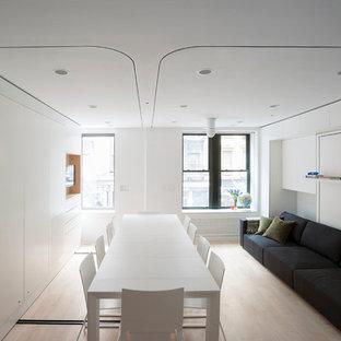 Immagine di una piccola sala da pranzo aperta verso il soggiorno moderna con pareti bianche e nessun camino
