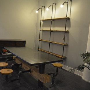 Ispirazione per una sala da pranzo aperta verso la cucina industriale di medie dimensioni con pareti grigie, parquet scuro, nessun camino e pavimento marrone