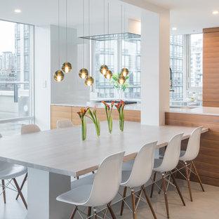 Immagine di una grande sala da pranzo aperta verso la cucina minimalista con pareti bianche, pavimento in cemento e cornice del camino in legno