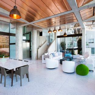 Foto di una grande sala da pranzo aperta verso il soggiorno minimal con pavimento in marmo
