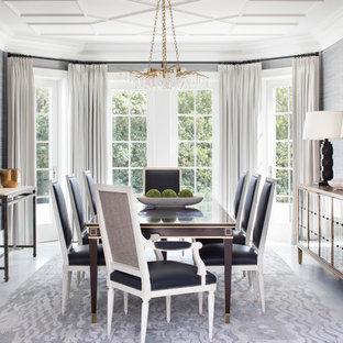 Ispirazione per una sala da pranzo stile marinaro con pareti grigie, pavimento in marmo e nessun camino