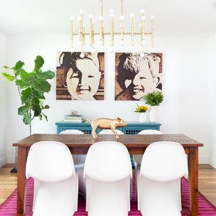 На фото: с высоким бюджетом гостиные-столовые среднего размера в современном стиле с белыми стенами и паркетным полом среднего тона