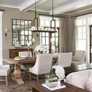 Foto di una grande sala da pranzo aperta verso il soggiorno classica con parquet scuro e pareti marroni