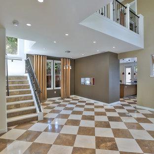 サンフランシスコのトランジショナルスタイルのおしゃれなLDK (茶色い壁、大理石の床、マルチカラーの床) の写真