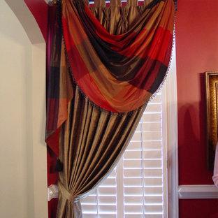 Ispirazione per una sala da pranzo chic chiusa e di medie dimensioni con pareti rosse