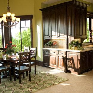 Ispirazione per una sala da pranzo aperta verso la cucina chic di medie dimensioni con pareti verdi e pavimento in gres porcellanato