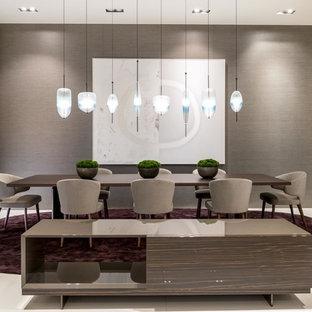 Foto di un'ampia sala da pranzo aperta verso il soggiorno contemporanea con pareti grigie, pavimento in marmo, nessun camino e pavimento bianco