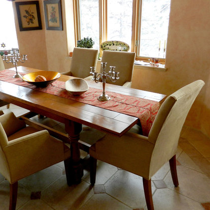 Traditional Dining Room by Leslie Bentson