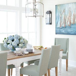 Idee per una grande sala da pranzo costiera con pavimento in marmo e pareti beige