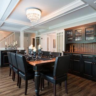 Cette photo montre une grande salle à manger ouverte sur la cuisine chic avec un mur gris, un sol en vinyl, une cheminée standard, un manteau de cheminée en carrelage et un sol marron.
