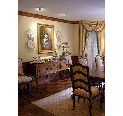 Traditional Dining Room by pierre senechal