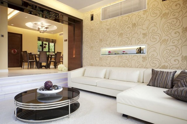 Traditional Dining Room by S.I.D.Ltd.