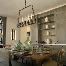 Traditional Dining Room by ROMA | Eco-Sustainable Building Technologies