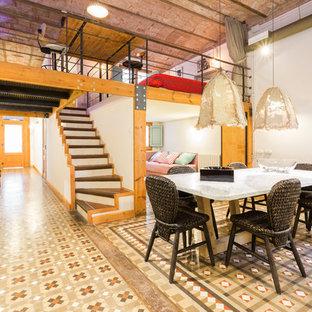 Foto de comedor bohemio con paredes blancas y suelo multicolor