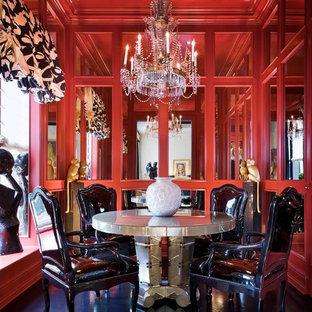 Ispirazione per una sala da pranzo design chiusa con pareti rosse, nessun camino e pavimento nero