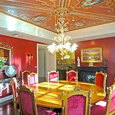 Traditional Dining Room by Sandra Costa