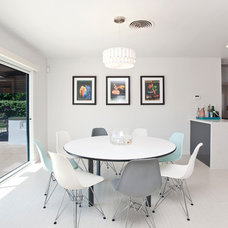 Modern Dining Room by Vastu