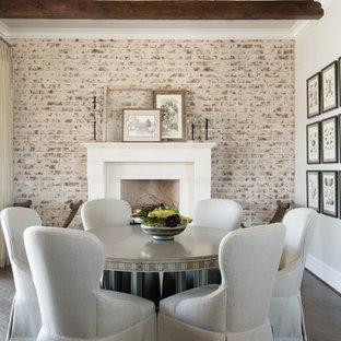 Idéer för mellanstora matplatser, med grå väggar, mörkt trägolv, en standard öppen spis, en spiselkrans i sten och brunt golv