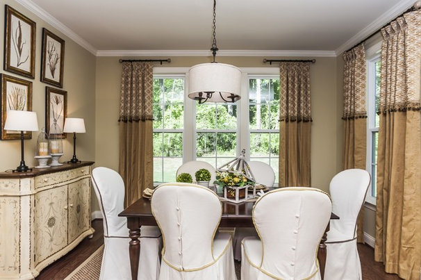 Traditional Dining Room by Robuck Homes