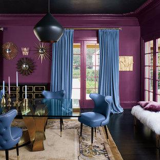 Esempio di una grande sala da pranzo eclettica chiusa con pareti rosa, parquet scuro, nessun camino e pavimento marrone