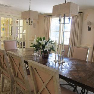 На фото: отдельные столовые в стиле современная классика с розовыми стенами