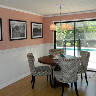 Modelo de comedor marinero, pequeño, cerrado, con paredes rosas y suelo de linóleo