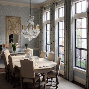 Идея дизайна: отдельная столовая среднего размера в викторианском стиле с синими стенами, темным паркетным полом и коричневым полом без камина