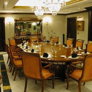 Foto de comedor clásico, grande, abierto, sin chimenea, con paredes beige y suelo de mármol
