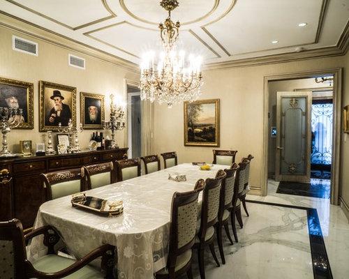 ralisation dune grande salle manger victorienne ferme avec un mur beige et un