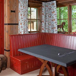 Foto de comedor rústico con paredes rojas y moqueta