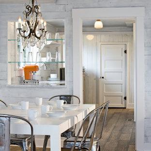 Foto de comedor ecléctico con paredes blancas y suelo de madera oscura