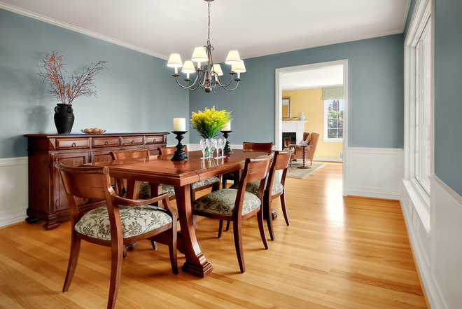 Traditional Dining Room by Michael Knowles, Architect