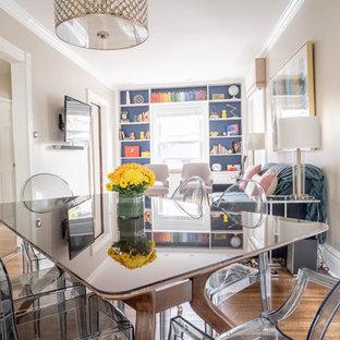 ニューヨークの小さいトランジショナルスタイルのおしゃれなLDK (グレーの壁、淡色無垢フローリング、コーナー設置型暖炉、レンガの暖炉まわり、茶色い床) の写真