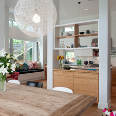 Modern Dining Room by blurrdMEDIA